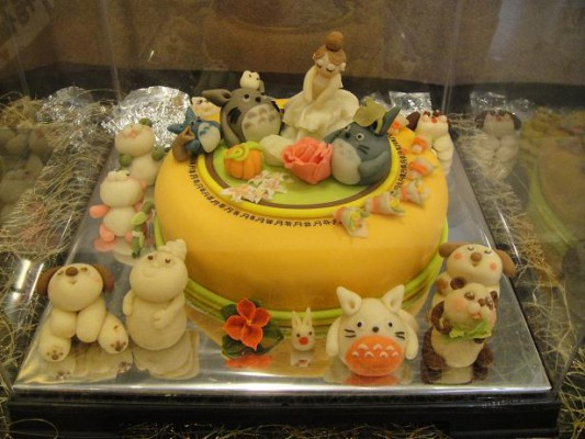 穴吹ケーキ