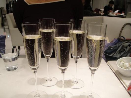 大阪での太田先生の研修会の後はシャンペンで乾杯でした。
